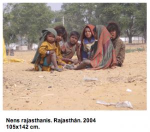 Dues mirades a l'Índia són una acurada selecció de vuit fotografies de gran format. Les del Llorenç són fetes l'any 1997 al sud de l'Índia, amb càmera reflex 35mm. Les del Ramon són del 2004 fetes al nord de l'Índia amb càmera digital. del 7 al 29 d'abril del 2005.